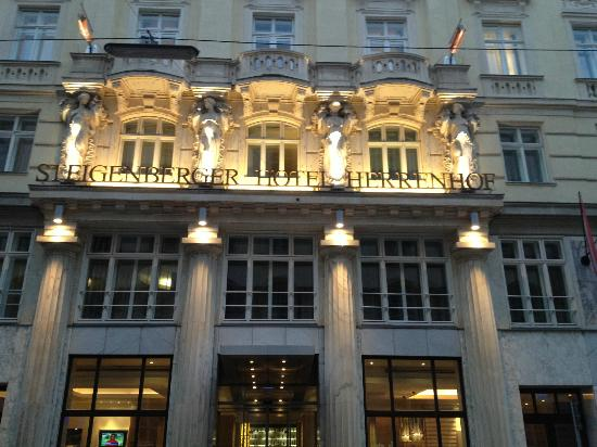 hotel-herrenhof-1